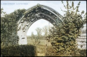 evesham then now cloister arch 07 08 1392 x 912 1000x655